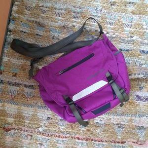 Patagonia sling messenger